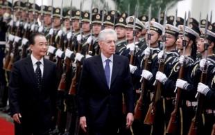 """""""Vu' cumprà bot e cct italiani?"""": la vera missione di Monti in Cina"""