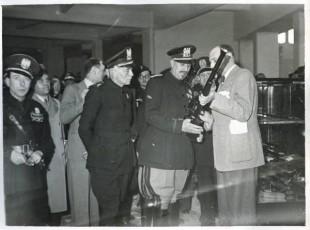 Fiera di Milano - Campionaria 1941 - Visita del conte di Torino Vittorio Emanuele di Savoia e del ministro delle comunicazioni Giovanni Host Venturi in occasione della inaugurazione