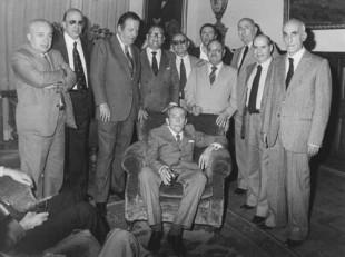 Il podestà e ministro dei lavori pubblici del fascismo, Araldo di Crollalanza con il gruppo del Msi al Senato