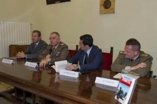 Maurizio Piccirilli è l'ultimo a sinistra, mentre il primo a destra è Gianfranco Paglia