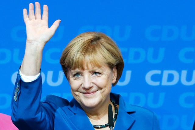 ANGELA MERKEL 4. Il potere logora chi non ce l'ha, diceva Andreotti che tanto amava la Germania da volerne due (ah, gli avessimo prestato ascolto). Ma logora pure chi apre le porte a orde di clandestini non meglio identificati. Attende il voto con l'ansia del condannato al patibolo dalla maledizione di Assad. FINAL DESTINATION.