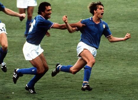 """I sessant'anni di Marco Tardelli, l'""""urlo"""" del Mondiale 1982. Nato il 24 settembre 1954. Uno dei grandi del calcio italiano. La sua esultanza per la rete contro la Germania nella finale al Bernabeu è simbolo della vittoria dell'Italia ai mondiali del 1982."""