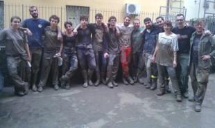 I volontari dell'associazione La Salamandra a Genova dopo l'alluvione
