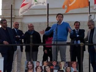 Francesco Boccia, deputato del Pd, i un comizio a Barletta, comune guidato da Pasquale Cascella, ex portavoce di Napolitano