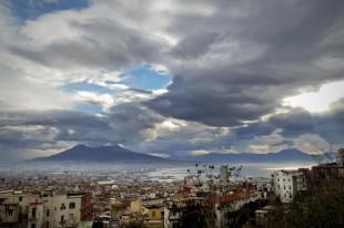 Il caso (di P. Isotta). Vesuvio, Ischia e omicidi in discoteca: come si è sgretolata una nazione