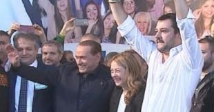 Berlusconi, la Meloni e Salvini sul palco di Bologna
