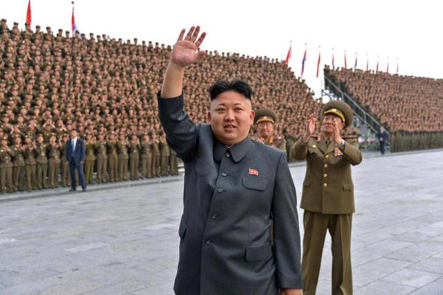"""KIM JONG UN, 6. """"Alleneremo i nostri calciatori, diventeranno più forti di Messi"""". Così ha annunciato Kim Jong Un tempo fa, sollevando l'ennesima nuvola di sollazzi, frizzi e pernacchi. Poi a Cagliari hanno dato retta al senatore Razzi (altro che Raiola!), hanno conosciuto Han Kwan-Song che non sarà un crac ma ha fatto veramente bella figura. JUCHE FOOTBALL CLUB."""