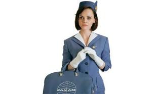 """Revival. Il mito del volo, vintage, torna oggi sulle ali di fiction come """"Pan Am"""" della ABC, dedicata alla nota compagnia statunitense. Nella foto Christina Ricci, classe 1980 nei panni di una av degli Anni 50"""