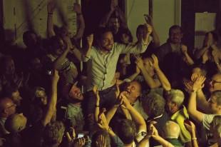 La festa per l'elezione del neosindaco di Pistoia, Alessandro Tomasi della destra sociale