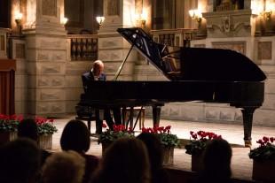 """L'intervista. Il pianista Carusi: """"La bellezza vive dove l'anima si posa"""""""