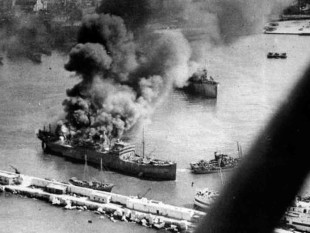 Bombardamento_di_Bari_(1943)_-_4