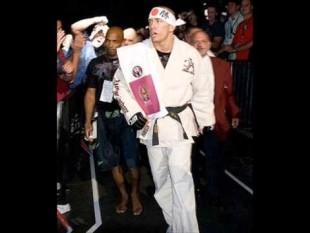 Storie di MMA. Saint-Pierre, da vittima di bullismo a campione UFC