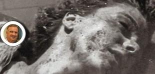 Il volto di Claretta Petacci tumefatto dalla violenza dei partigiani e nel tondo il presunto comico Gene Gnocchi