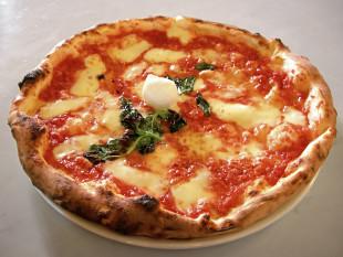 Il fatto (di R. Perrone). Basta con le (folli) pizze gourmet, evviva la tradizione