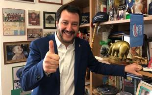 Matteo Salvini nel suo studio