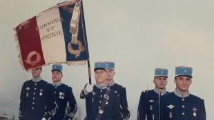 Arnaud Beltrame porta la bandiera con i suoi camerati