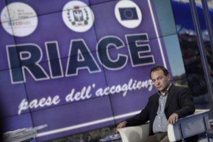 """Immigrazione. Arrestato il sindaco di Riace: """"Facilitava matrimoni di comodo per stranieri"""""""