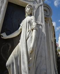Buenos Aires, Recoleta. Tomba e statua di Rufina Cambaceres