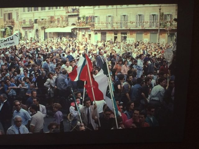 Piazza Navona piena di camerati giunti da tutta Italia