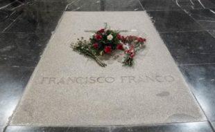 La lapide dedicata al Generalissimo Franco
