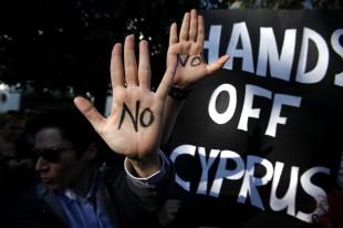 Cipro: proteste contro prelievo forzoso, slitta voto Parlamento