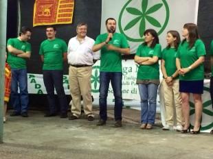 Salvini con il microfono e a sinistra il senatore Volpi