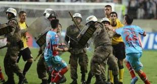 calciatori_polizia