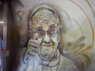 Papa_Francesco_murales_metropolitana_roma_adonia