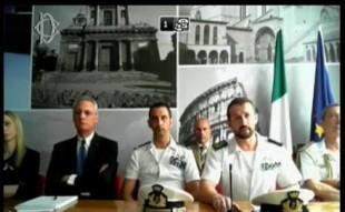 Salvatore Girone in primo piano, alla sua destra Massimiliano Latorre