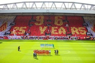 La Kop di Liverpool ricorda i 96 tifosi scomparsi