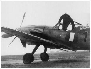 """Loris Baldi sale a bordo di """"Silva"""", Me Bf109G al quale aveva dato il nome della fidanzata."""