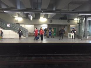 Soldati in metropolitana.