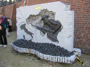 Monumento per il 50° anniversario della strage di Marcinelle