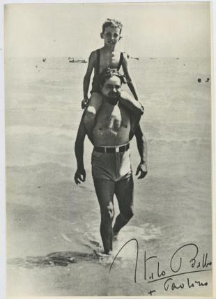 Italo Balbo con il figlio Paolo nel Lido di Tripoli