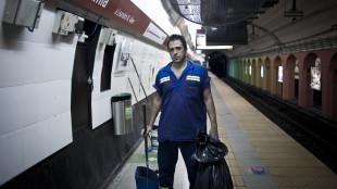 Cultura Kike Ferrari, escritor que ademas trabaja por las noches en el subte. foto de Alejandro Guyot