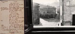 Il manoscritto di A Silvia e la visione della casa di Teresa Fattorini dalla finestra di casa Leopardi, nella foto del noto Mario Giacomelli