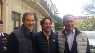 Nello Musumeci e Angelo Attaguile. Al centro Fabio Cantarella. Foto ilpopulista.it