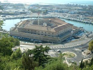 InTreno. Arrivo ad Ancona, l'antica repubblica che fece infuriare i Papi