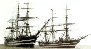 """Nave Scuola """"Vespucci"""" (a sx) e """"Colombo"""" nel 1935."""