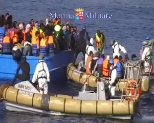 Sbarchi in Sicilia documentati dalla Marina militare