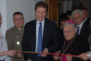 Terni. Prefetto e Vescovo nel momento del taglio del nastro.