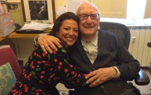 Andrea Camilleri con l'attrice Valeria Contadino