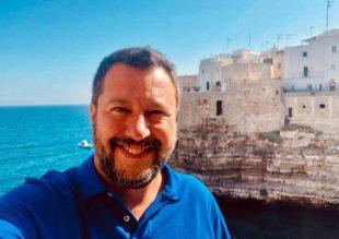 Matteo Salvini sulla Lama monachile di Polignano, in Puglia