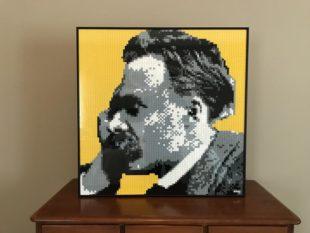 Nietzsche in un ritratto con mattoncini Lego