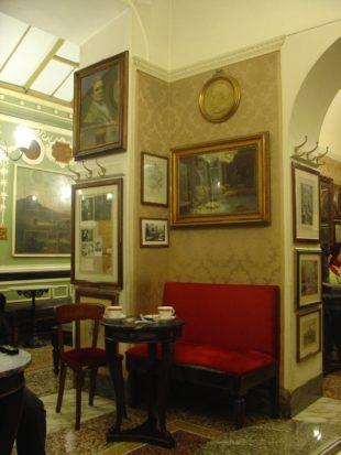 Roma. Il caso al Caffé Greco, un piccolo (grande) problema che ci interroga sulla nostra identità