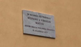 Roma. Inaugurata la targa in memoria di Stefano e Virgilio Mattei. Ma il sindaco Raggi non c'è